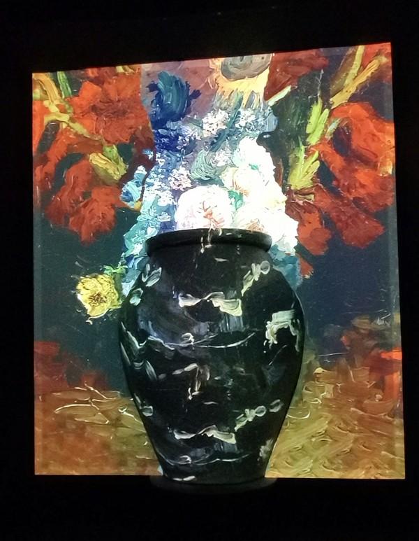 Vase Projection2 copy.jpg