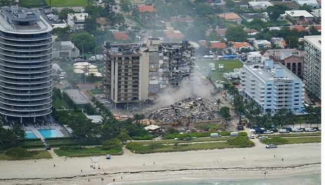The Champlain Towers South Condo collapse.jpg