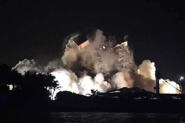July 4th implosion of remaining Champlain Towers structure_AP Photo Lynne Sladky (1).jpeg
