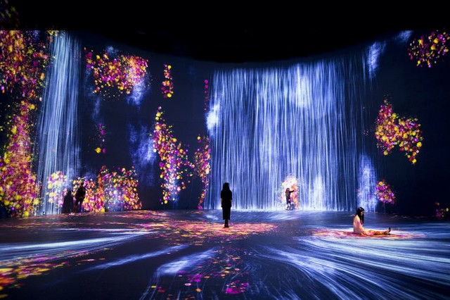 original_Universe_20of_20Water_20Particles_20AND_20Flowers_20and_20People_4x3_5MB.jpg