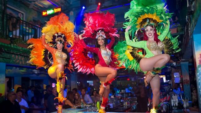 mangos-south-beach-live-show-unforgettable.jpg