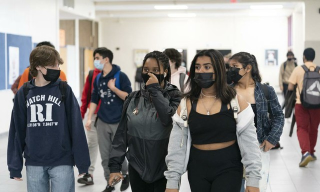 students with masks on.jpeg
